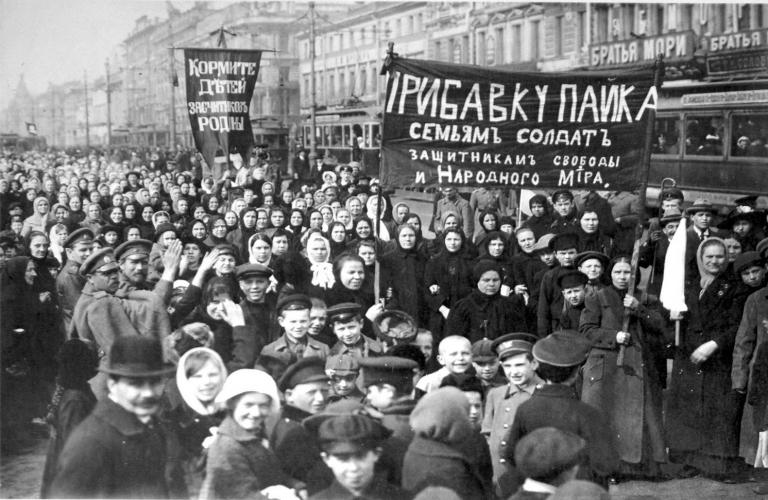 Petrograd protesters early 1917