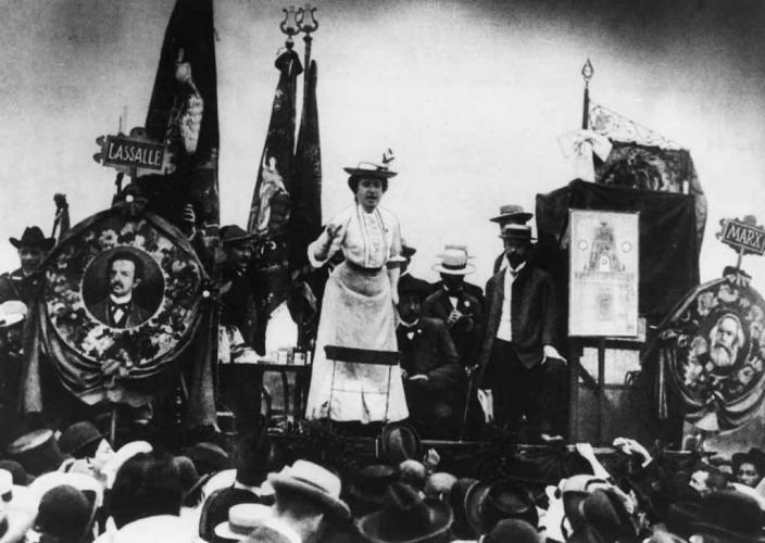 Rosa Luxemburg addresses a Stuttgart crowd in 1907
